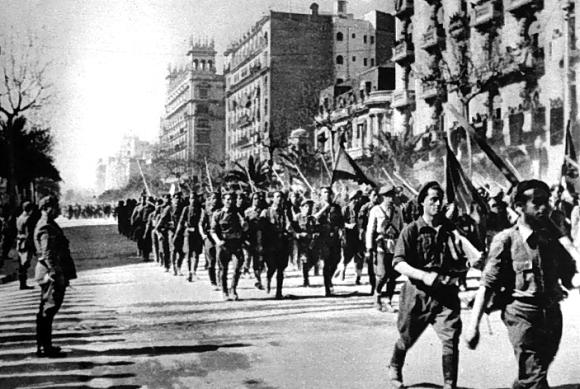 Requetés entrant a Barcelona 1939
