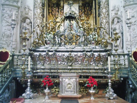 San Fernando urna plata restos
